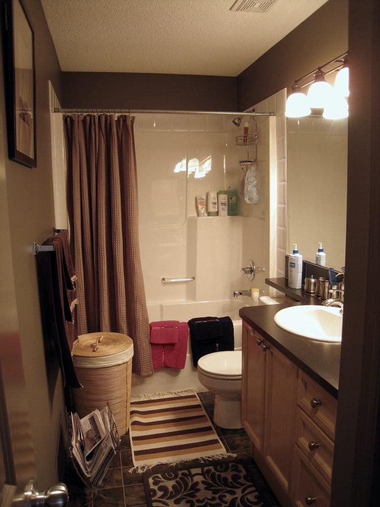 昏沉的色调 打造复式卫生间装修效果图