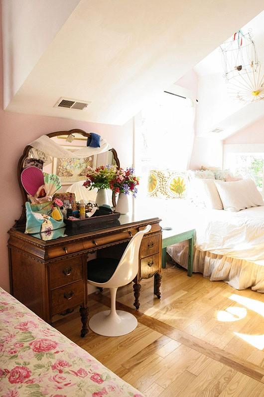 美式风格室内阁楼卧室设计效果图