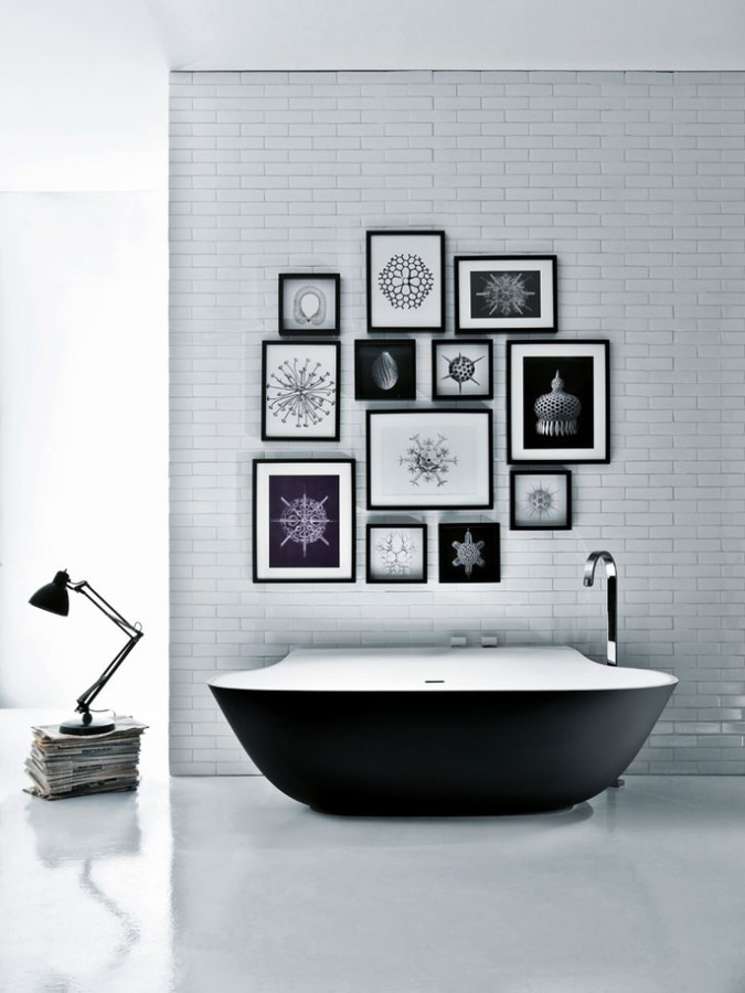 简约典雅照片背景墙打造家庭卫生间效果图