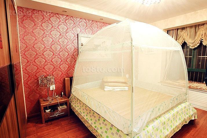 红色背景墙卧室装修效果图