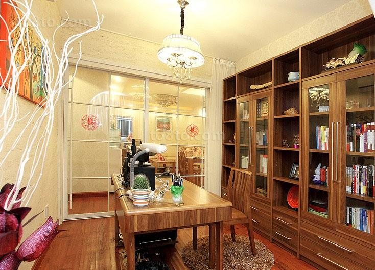 文艺范红木色书房书柜装修效果图
