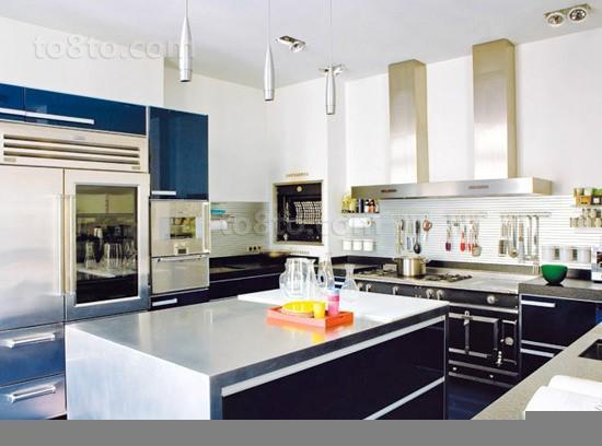 三室两厅现代家庭厨房橱柜装修效果图