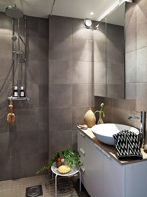 瑞典时尚三室两厅卫生间瓷砖装修效果图