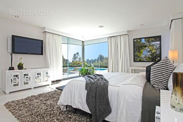 最新别墅卧室阳台装修效果图片