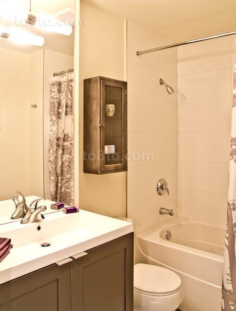 两室一厅家庭厕所装修效果图