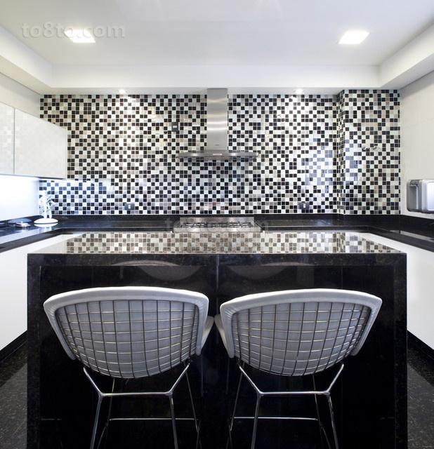 二居室马赛克瓷砖打造现代厨房装修效果图
