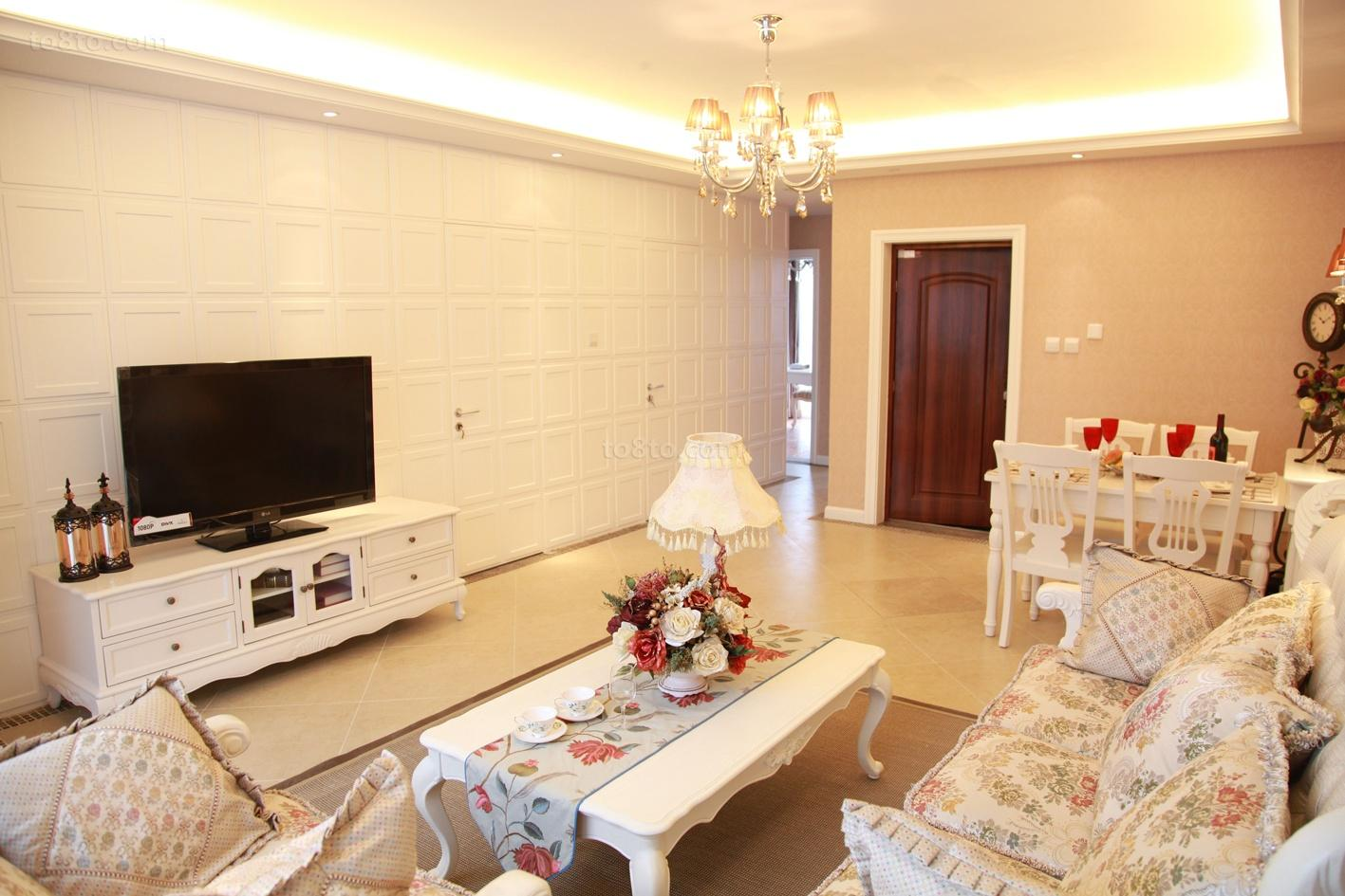 面积71平欧式二居客厅装修实景图