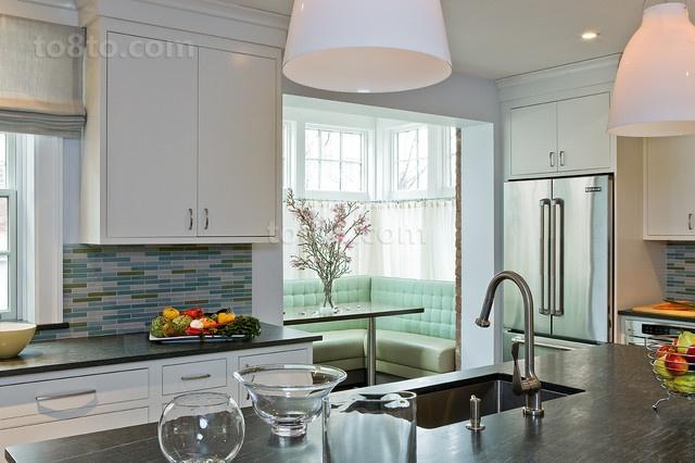 欧式小三居温馨宜人的厨房橱柜装修效果图
