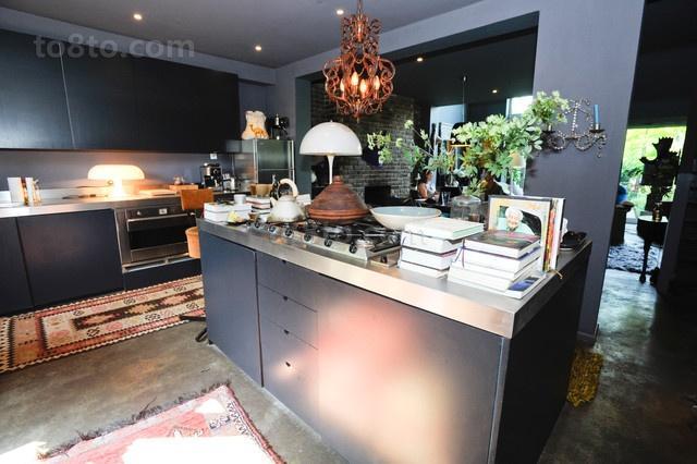光彩夺目的维多利亚风格别墅厨房橱柜装修效果图
