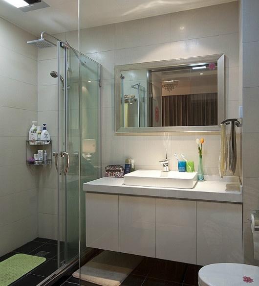 现代风格婚房二居卫生间装修效果图