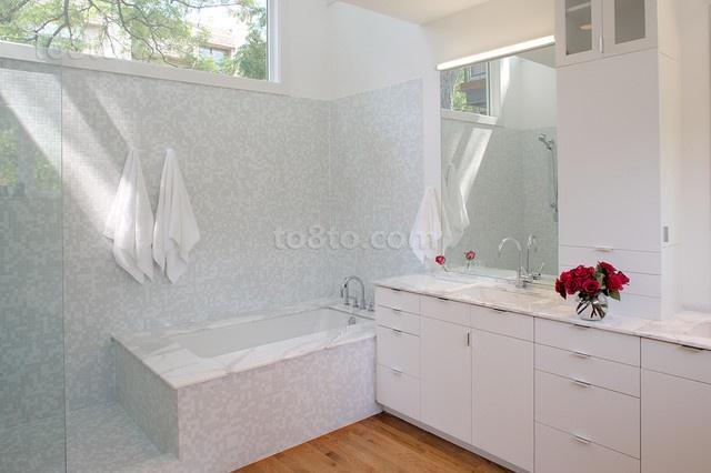 三房两厅简欧浪漫的家庭卫生间装修效果图