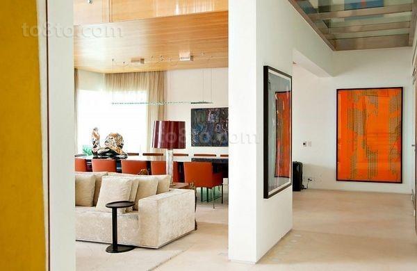 现代风格色彩明朗的复式楼玄关装修效果图