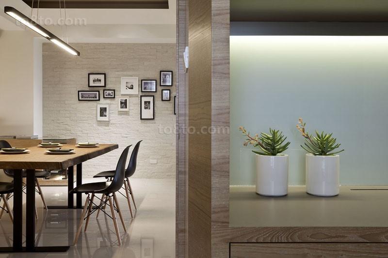 简约温馨的小户型餐厅一角装修效果图