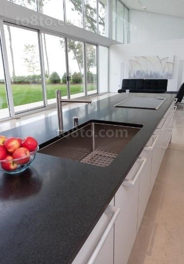 白色透明的玻璃打造复式楼厨房装修效果图大全2014图片