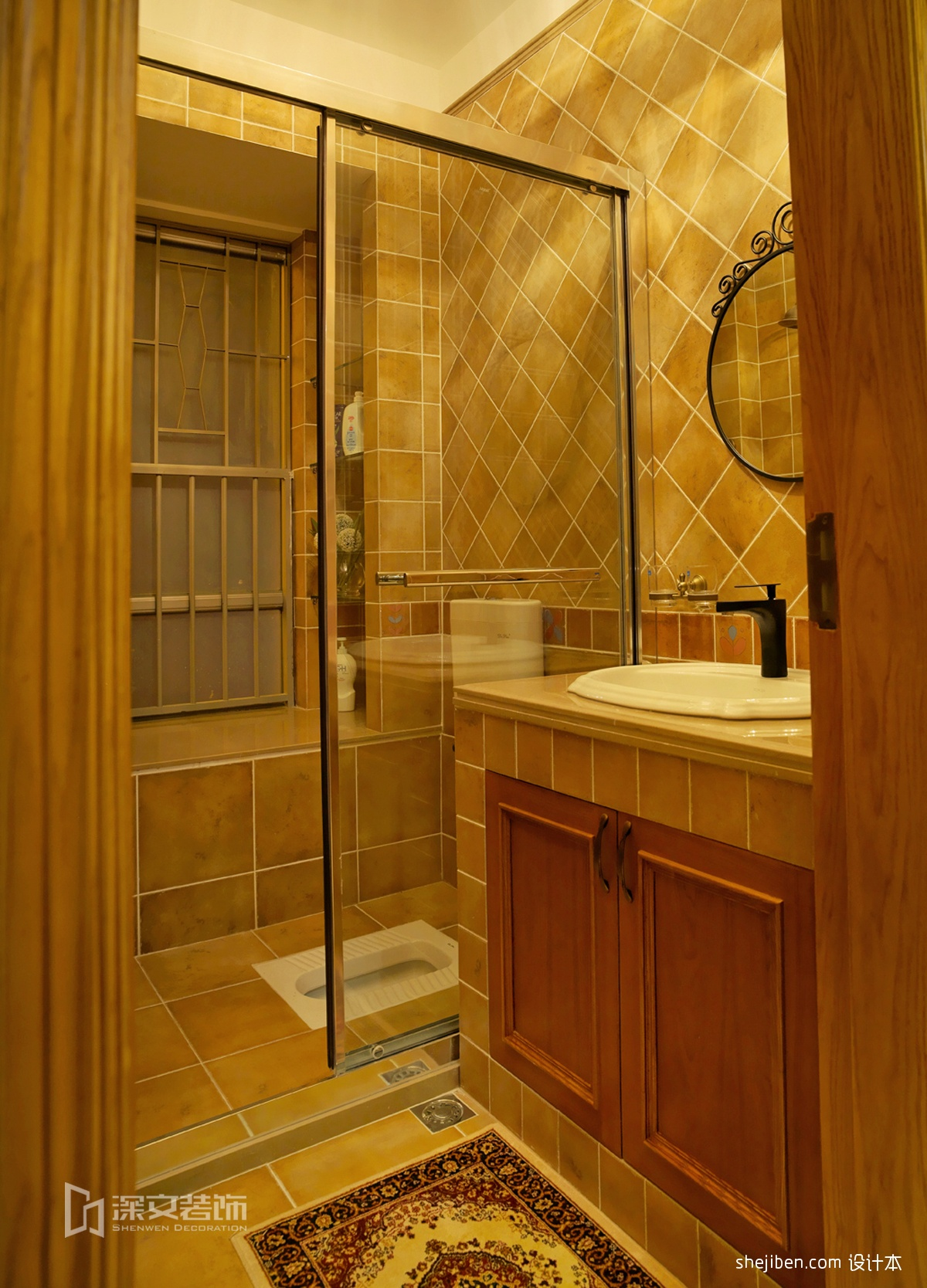 主卫生间蹲坑棕色墙砖洗手台装修图片