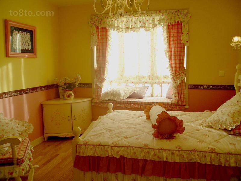 温馨田园卧室飘窗装修效果图片