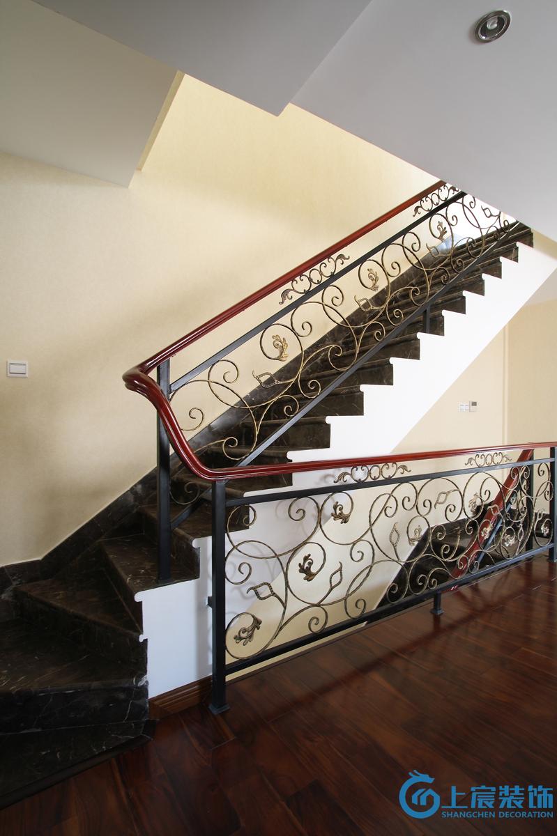 复式楼铁艺楼梯扶手效果图