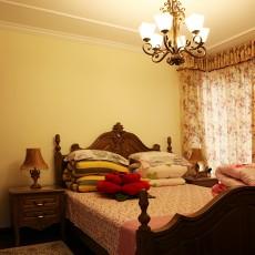 美式田园风格卧室床头柜效果图