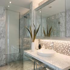 欧式风格卫生间镜面浴室柜效果图