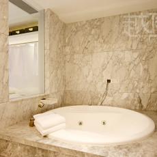 欧式风格卫生间浴池效果图