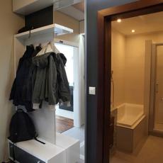 现代风格进门玄关衣柜效果图