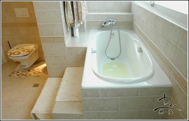 椭圆形嵌入式浴缸图片