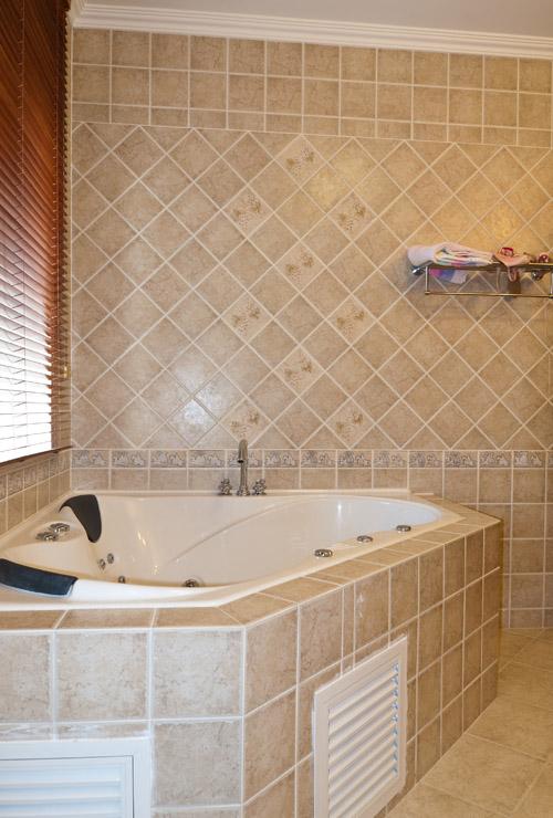 美式家装嵌入式浴缸图片