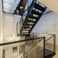 现代风格楼梯装修图
