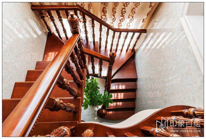 复式楼实木旋转楼梯装修图片