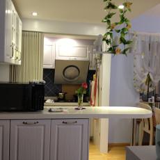 现代简约风格厨房装饰效果图
