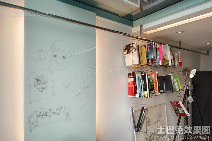 单身公寓自制墙面书架装修效果图