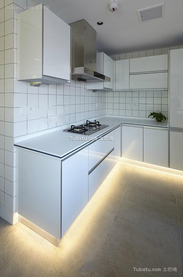 白色简约风格厨房装修图片欣赏