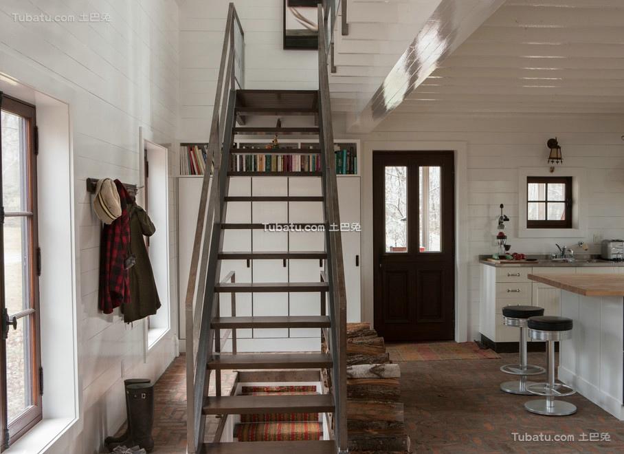 美式装修室内楼梯效果图
