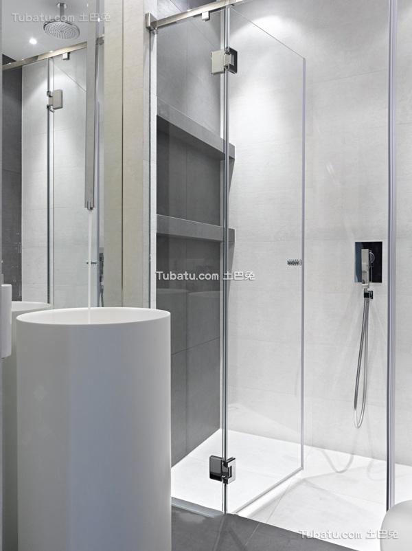 白色简约玻璃浴室装修设计图片