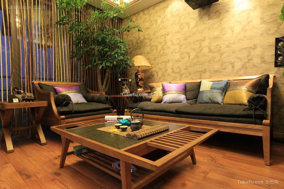 70平米东南亚原木客厅装修效果图
