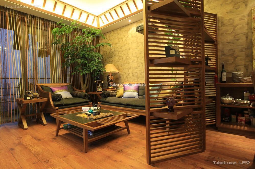 70平米东南亚原木客厅隔断家居设计装修效果图