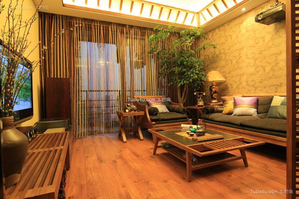 70平米东南亚原木客厅家居设计装修