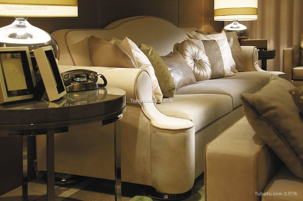 现代轻奢华优雅客厅沙发设计装修