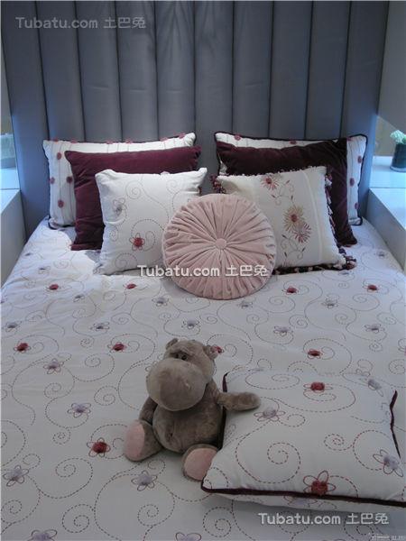 现代家居儿童房床头展示