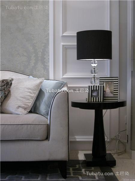 现代家居客厅沙发台灯装修