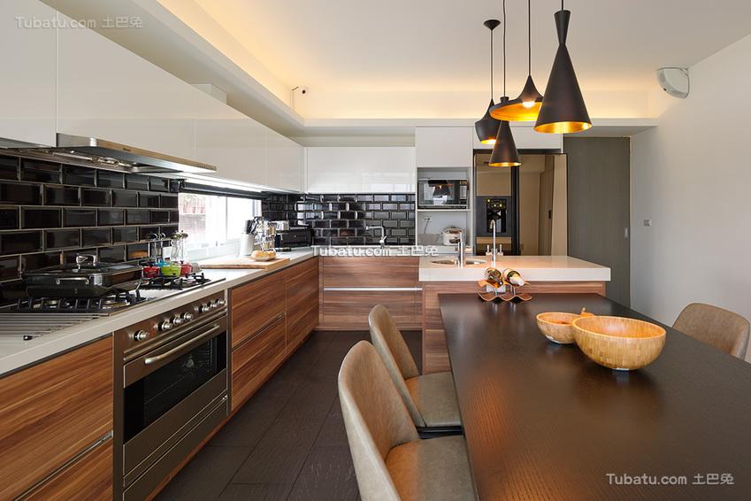 美式餐厅厨房一体装修