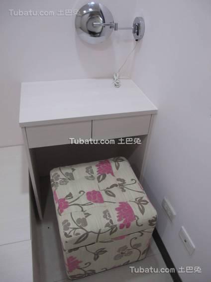 简约卧室梳妆柜装修