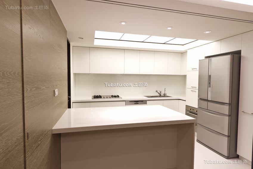 现代优雅厨房装修案例