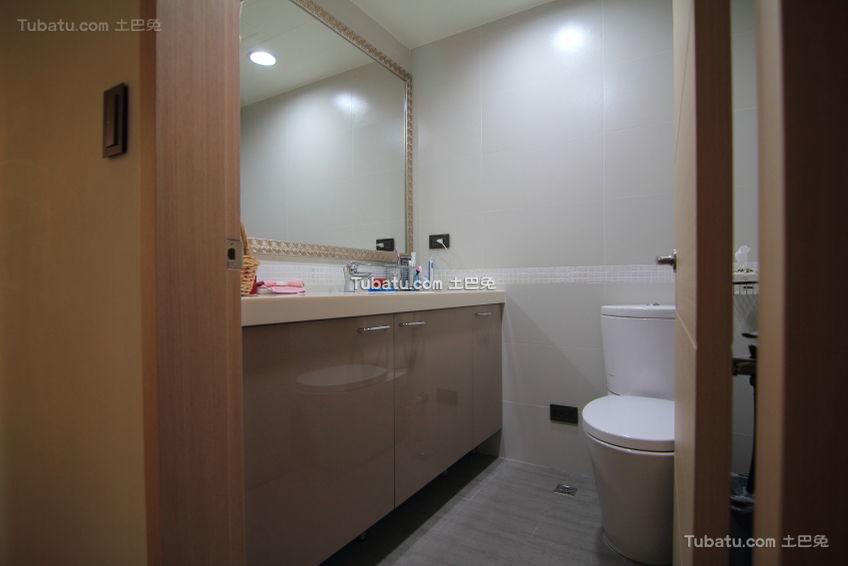 现代简约2平米卫生间图欣赏