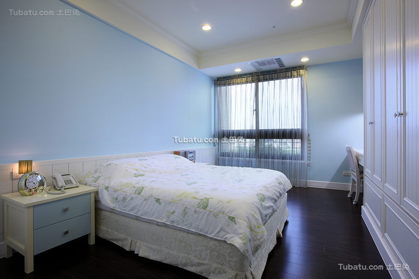 最新现代风格小卧室装修设计图片