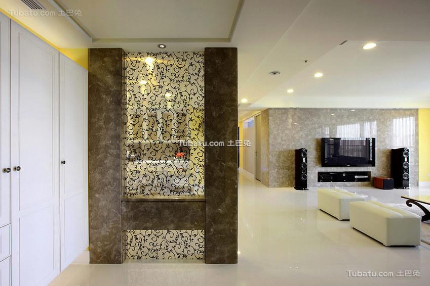 最新现代风格客厅隔断装修设计图片