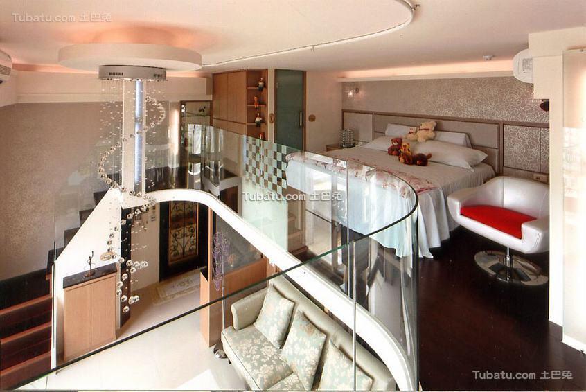 现代跃层卧室装修展示