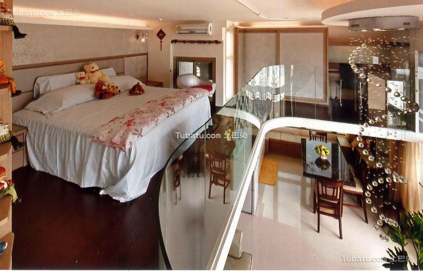 现代跃层卧室装修