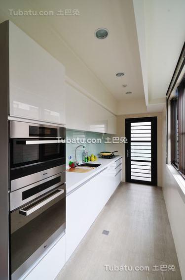 现代厨房装修示例