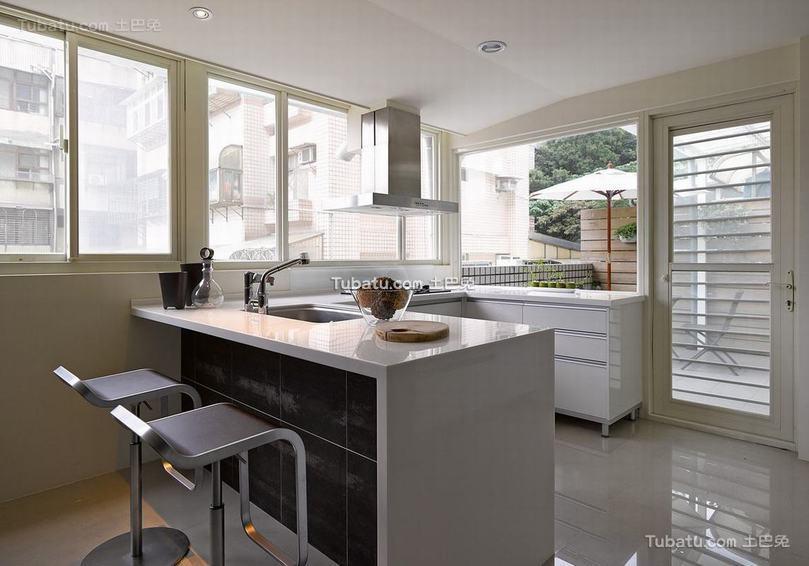 现代风格别墅开放式厨房装饰图片